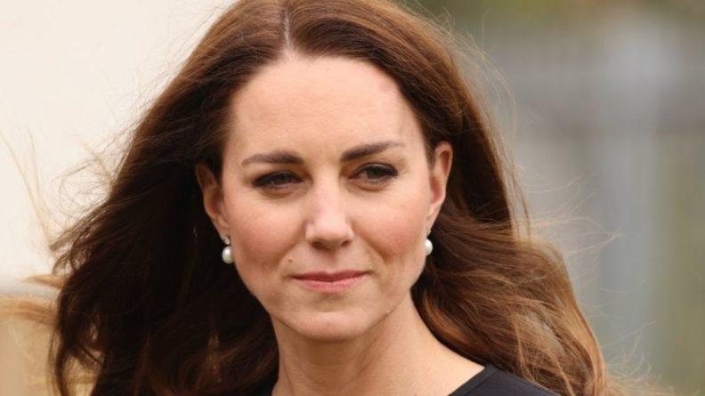 Общество: Кейт Миддлтон с детьми заметили во время шопинга в Лондоне