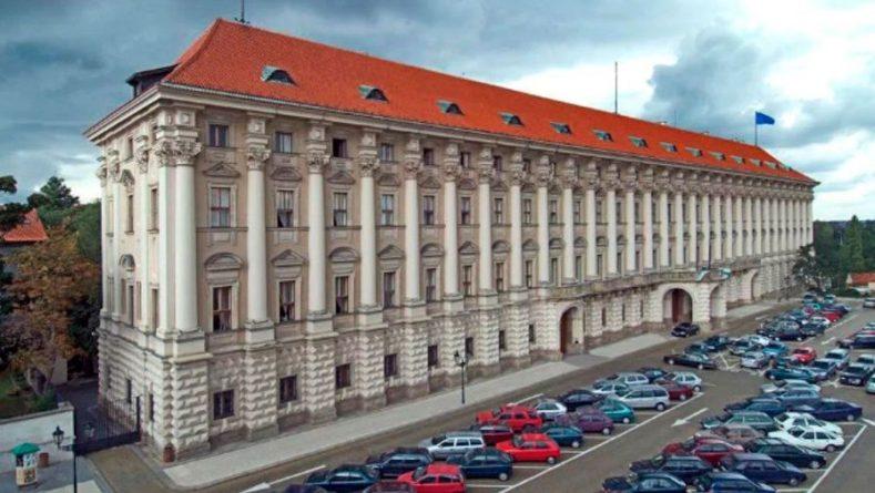 Общество: МИД Чехии консультируется по инциденту во Врбетице с Амстердамом и Лондоном