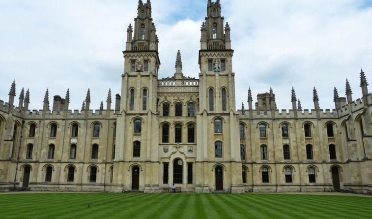 Общество: Университеты Британии выступили против изгнания лекторов неподходящих взглядов