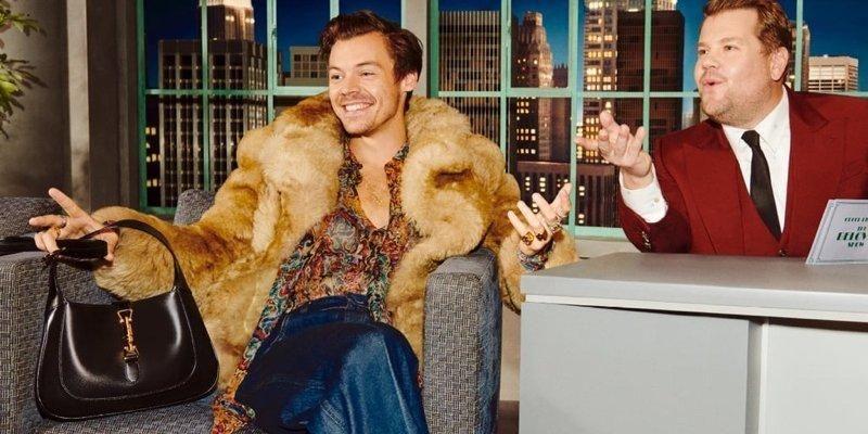 Общество: В гостях у Джеймса Кордена. Gucci представил рекламу сумок с Дакотой Джонсон, Гарри Стайлсом и другими звездами