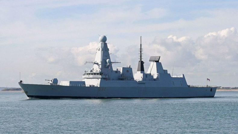 "Общество: Аналитики Military Watch назвали основную ""зияющую дыру"" авианосцев ВМС Великобритании"