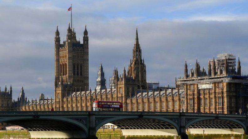 Общество: Британия ввела санкции против 14 россиян