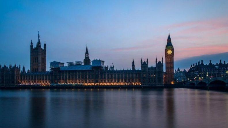 Общество: Великобритания опубликовала санкционный список, где фигурируют фамилии 14 россиян
