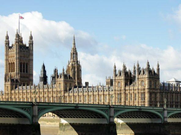 Общество: Великобритания ввела санкции против 14 россиян по делу Магнитского
