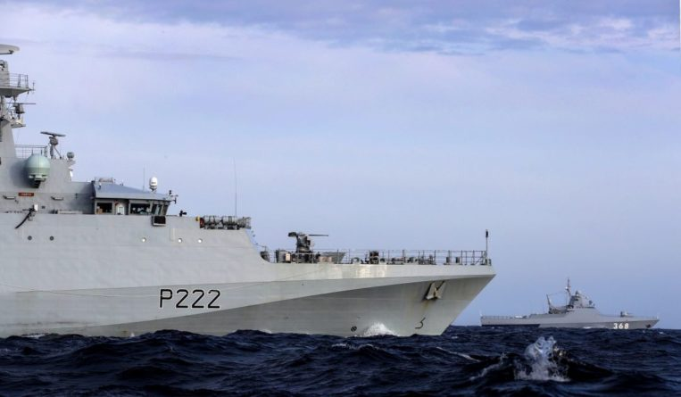 Общество: Британия отправляет в Тихий океан крупнейшую в истории авианосную группу