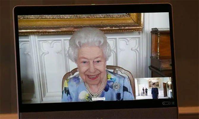 Общество: В Великобритании опубликовали первые фото Елизаветы II после похорон мужа