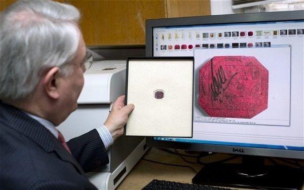 Общество: На аукцион в Лондоне выставили самую редкую почтовую марку в мире