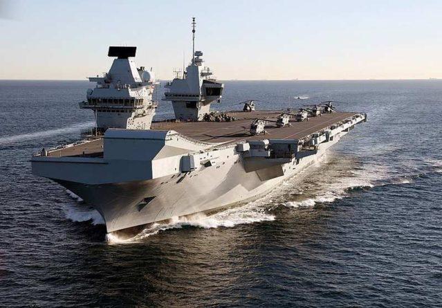 Общество: В Великобритании авианосец HMS Queen Elizabeth из-за экономии не получил для защиты даже 30-мм пушек
