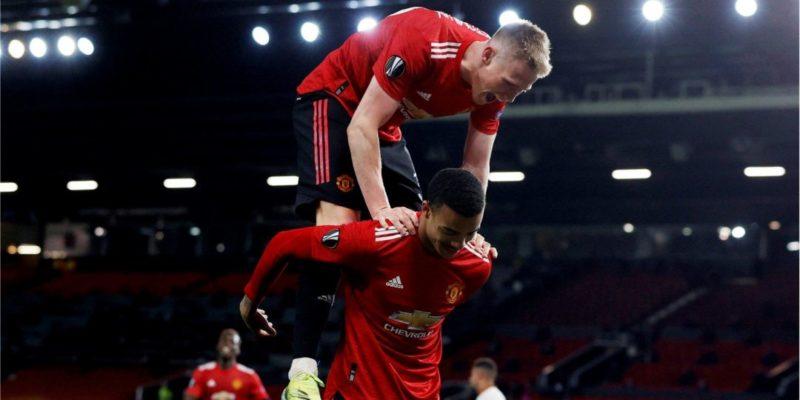 Общество: Манчестер Юнайтед разгромил Рому, Вильяреал победил Арсенал в первых матчах полуфинала Лиги Европы — видео