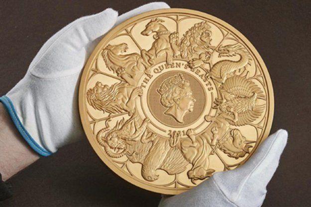 Общество: Королевский монетный двор Великобритании изготовил самую крупную в истории золотую монету (видео)