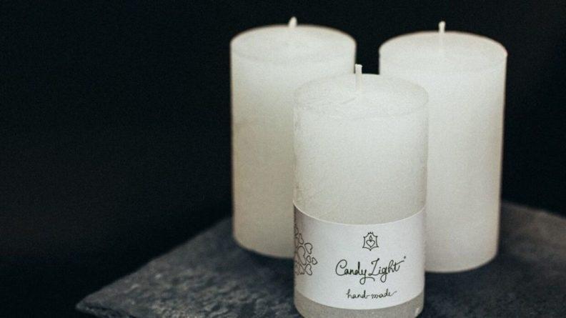 Общество: Британка зарабатывает себе на жизнь созданием свечей в форме фаллоса