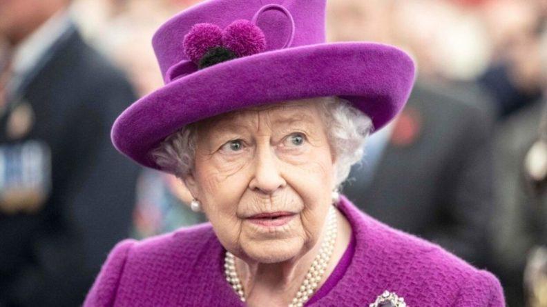 Общество: Bentley королевы Великобритании продается за 250 тысяч долларов