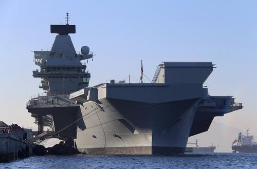 Общество: Daily Express: шпионские корабли России перехватили в море крупнейшую за 40 лет флотилию Великобритании