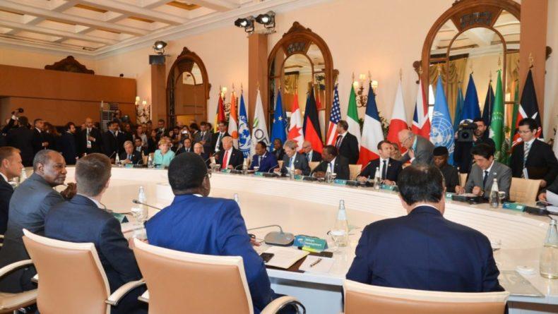 Общество: Лондон предложил странам G7 бороться с российским влиянием