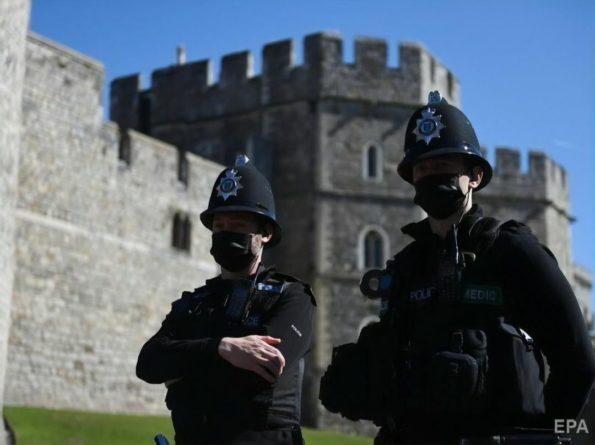Общество: Двое жителей Лондона проникли на территорию резиденции королевы Елизаветы II в Виндзоре. Их задержала полиция