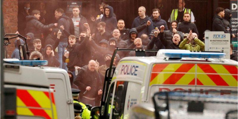 Общество: Матч Манчестер-Юнайтед — Ливерпуль отложили после вторжения фанатов на стадион