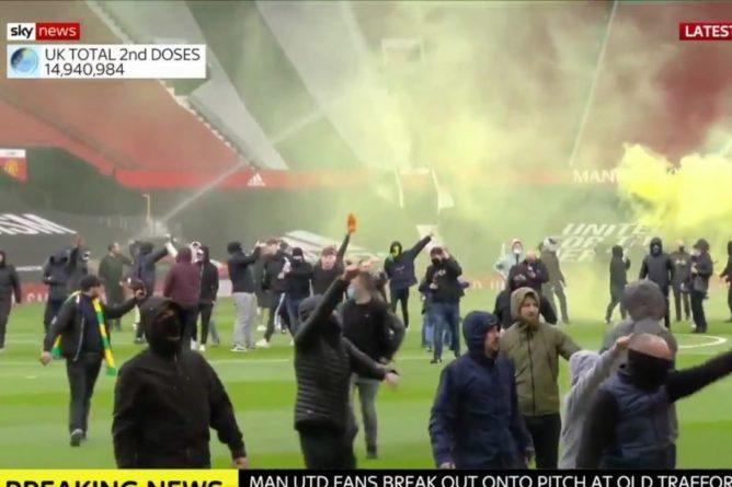 Общество: Болельщики сорвали матч между Манчестер Юнайтед и Ливерпулем