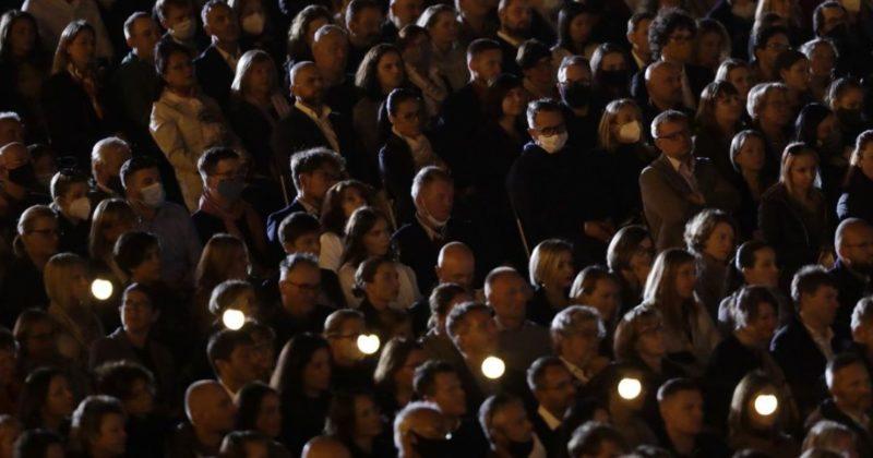 Общество: Без масок и дистанции: в Ливерпуль состоялся масштабный концерт