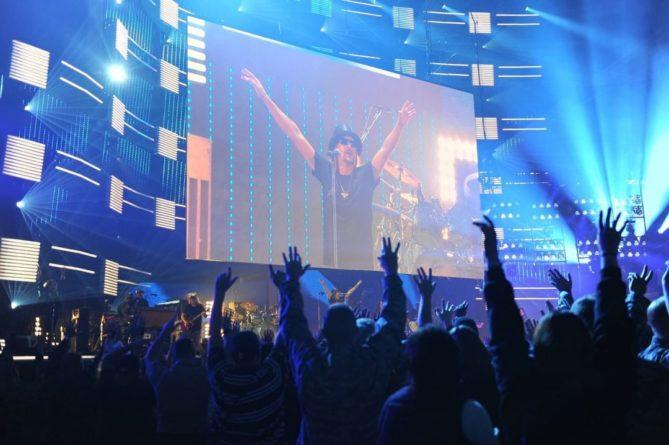 Общество: В Великобритании прошел первый с начала пандемии большой концерт (ВИДЕО) и мира
