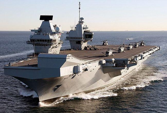 Общество: Британцы высмеяли ВМС страны после перехвата авианосца Queen Elizabeth кораблями-разведчиками РФ