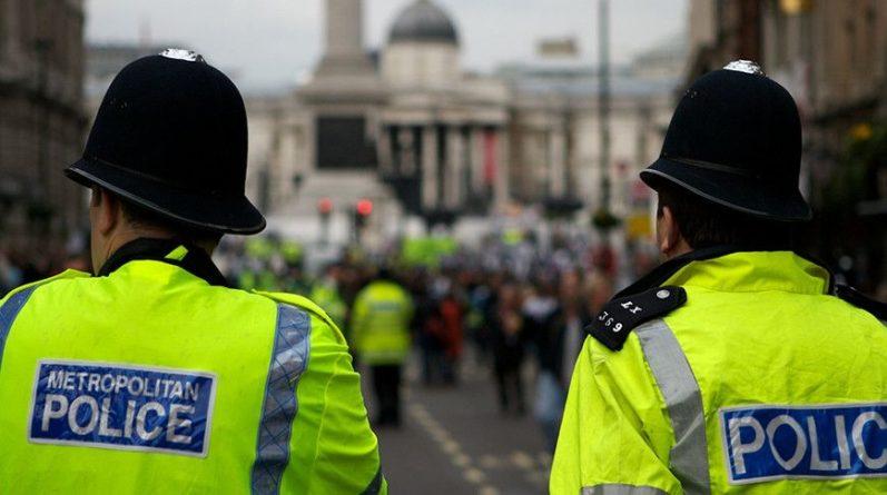 Общество: В Лондоне эвакуируют посетителей торгового центра после инцидента с ножом