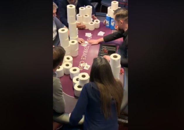 Общество: На покерном турнире в Лондоне сыграли на туалетную бумагу: видео