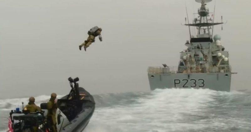 Общество: Морская пехота Британии испытала реактивные ранцы с мощным двигателем
