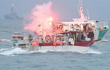Общество: Британия отправила военные корабли к острову Джерси на фоне спора о рыбе с Францией