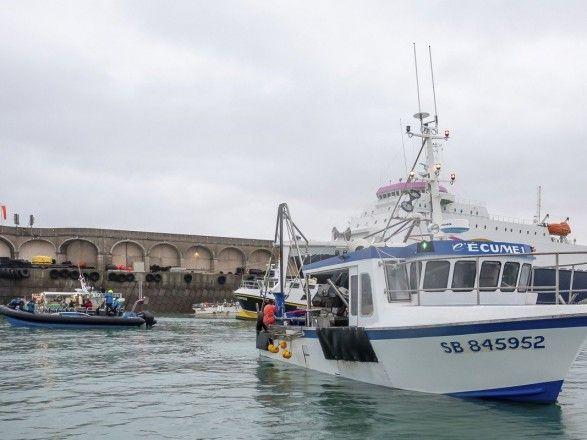 Общество: Франция отправила два патрульных катера на Джерси, из-за усиления спора с Великобританией