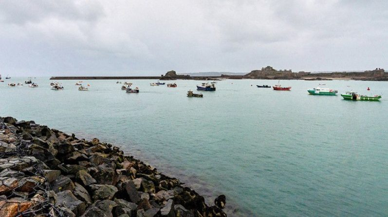 Общество: Париж не исключает введение санкций при невыполнении Лондоном договоренностей по рыболовству