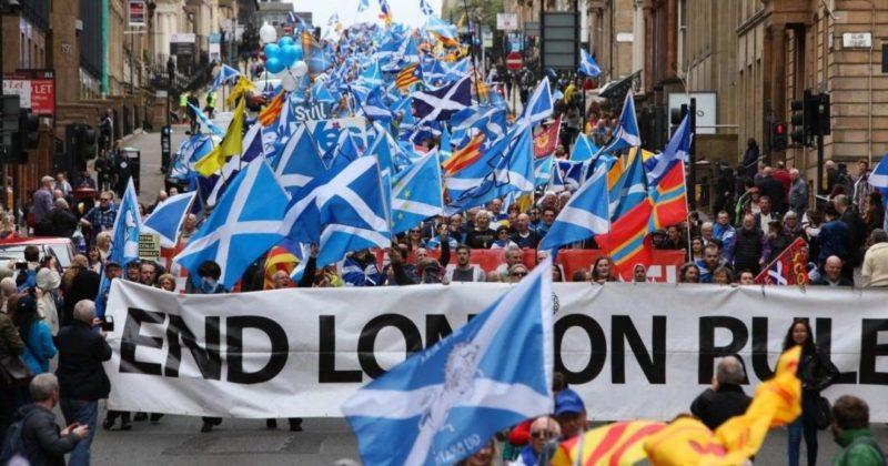 Общество: На парламентских выборах в Шотландии победили сторонники отделения от Британии