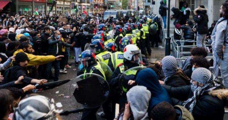 Общество: В Лондоне во время акции в поддержку Палестины были ранены 9 полицейских