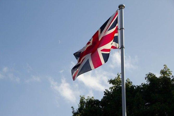 Общество: Минздрав Великобритании оценил опасность индийского штамма COVID-19