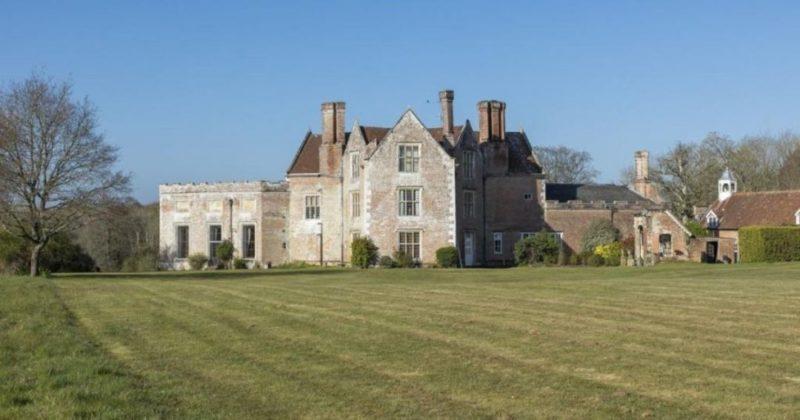 Общество: В Британии впервые на продажу выставили 400-летнее имение с парком и охотничьими угодьями