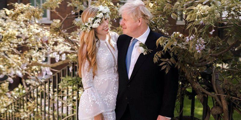 Общество: Премьер-министр Великобритании Борис Джонсон женился на Кэрри Саймондз - ТЕЛЕГРАФ