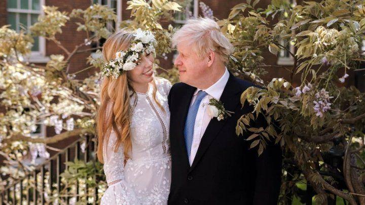 Общество: Борис Джонсон тайно женился на своей возлюбленной