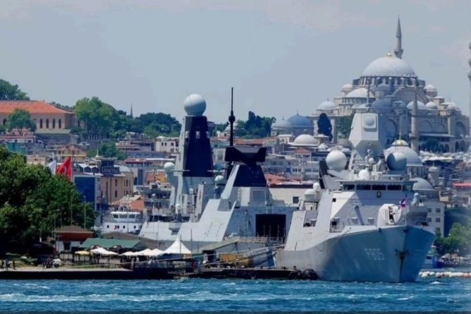 Общество: Боевые корабли Британии и Нидерландов приготовились войти в Черное море