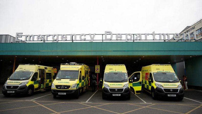 Общество: За сутки в Британии зафиксировали 8125 случаев коронавируса