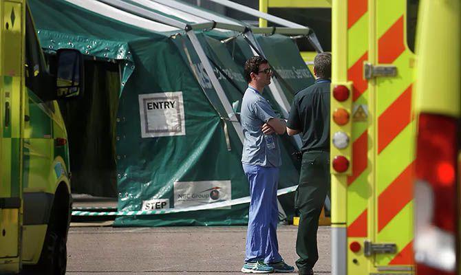 Общество: В Великобритании снова начало расти количество заболевших COVID-19