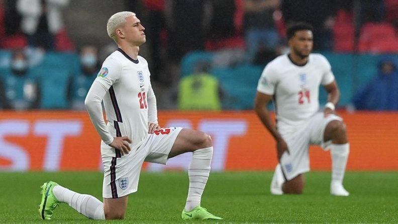 Общество: Болельщики освистали преклонивших колено футболистов Англии и Шотландии