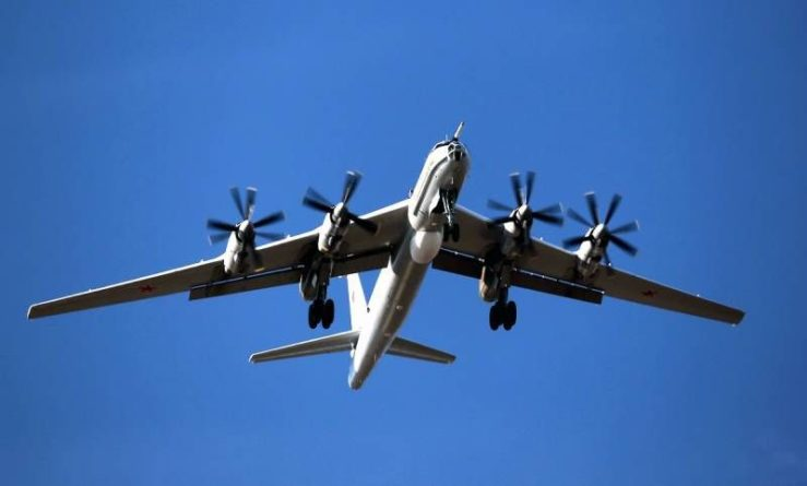 Общество: ВКС перебросили на Кубань противолодочные самолеты Ту-142 после конфликта с эсминцем Британии