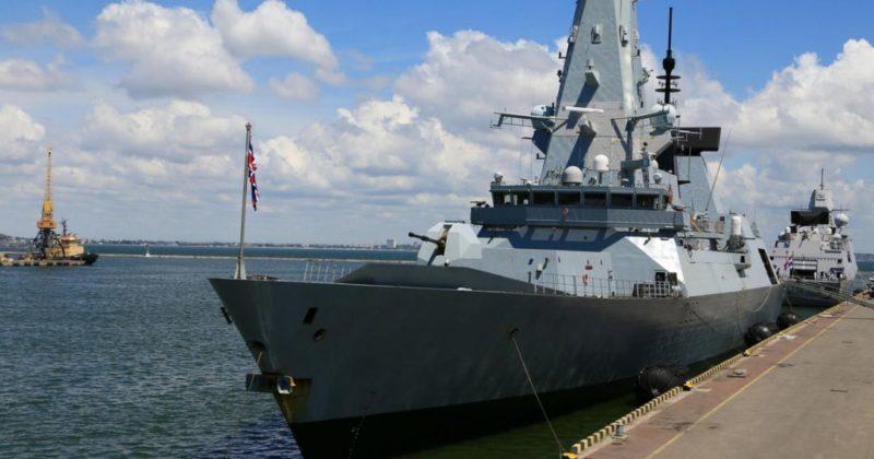 Общество: В Кремле оценили как провокацию инцидент с эсминцем ВМС Британии