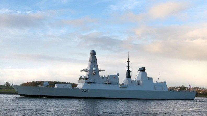 Общество: Глава МИД Британии отверг российскую версию инцидента с эсминцем Defender