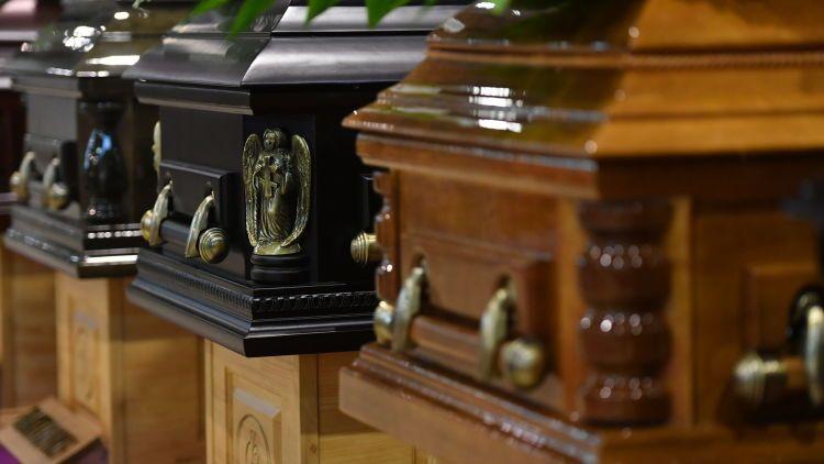 Общество: Пять раз похоронили: в Британии мужчина болел COVID-19 почти год