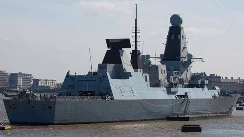 Общество: Эсминец ВМС Великобритании Defender вошел в порт Батуми