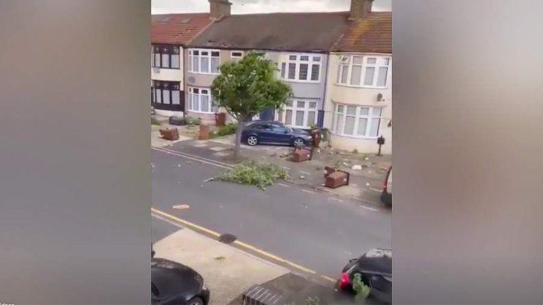 Общество: Торнадо обрушился на район Лондона