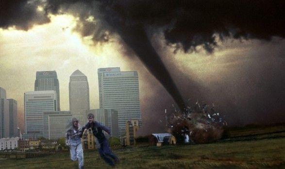 Общество: В Лондоне сильный смерч разрушил дома и автомобили