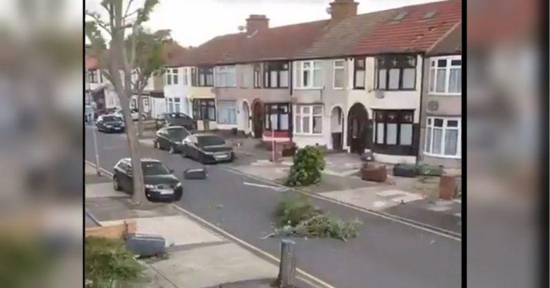 Общество: Пошкоджені будинки та повалені дерева: потужний торнадо обрушився на Східний Лондон