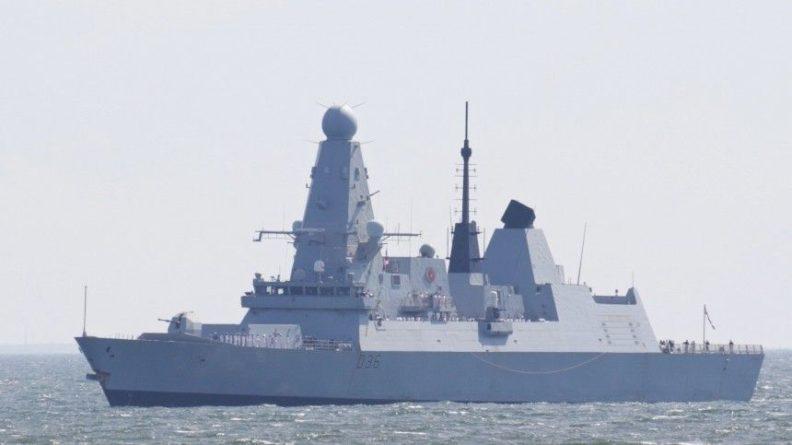Общество: Посол РФ в Лондоне заявил об опасности военного столкновения из-за инцидента с Defender