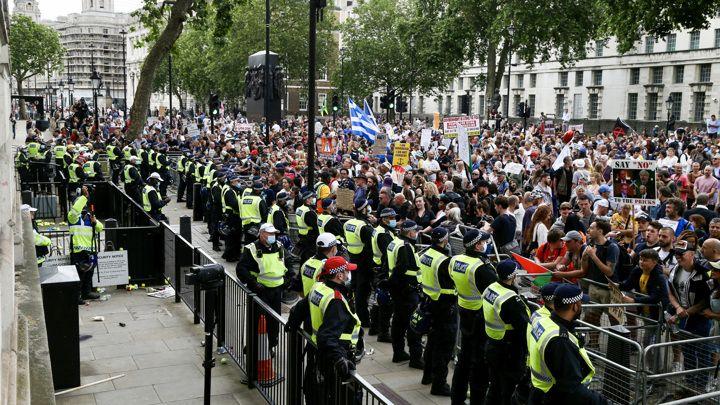 Общество: COVID-19 в мире: британцы вновь выходят на протесты